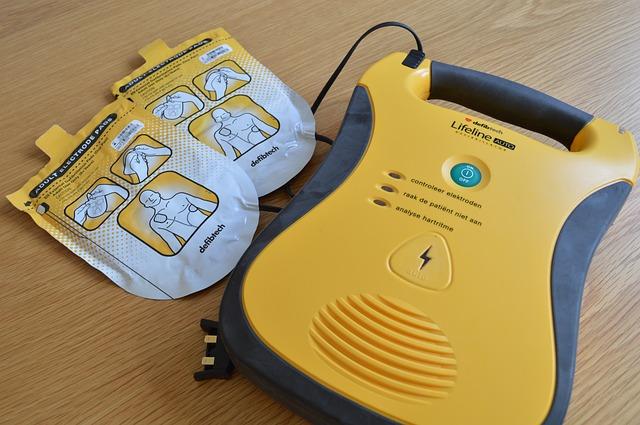 W jaki sposób wykorzystywać defibrylator?